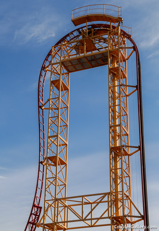 A roller coaster that goes straight up and down